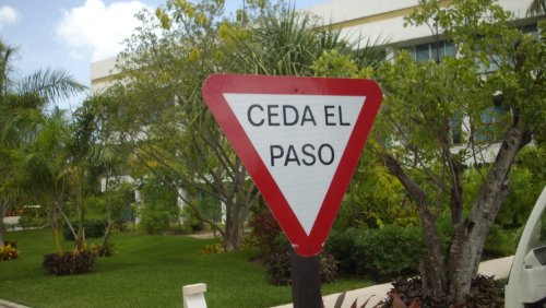 Ceda el paso - Yield Sign in Spanish